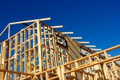 Résumé du nouvel encadrement à la maison de chantier de construction Image stock