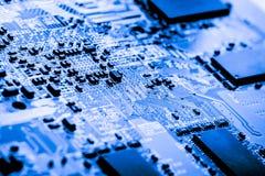 Résumé, fin aux circuits électroniques, nous voyons la technologie du mainboard, qui est le fond important du comput photographie stock