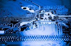 Résumé, fin des circuits électroniques en technologie sur le fond d'ordinateur de Mainboard photo stock