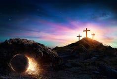 Résurrection - tombe vide avec la crucifixion images libres de droits