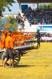 Rétablissement de bataille de flèche d'incendie d'archers Photos libres de droits