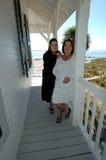Rétablissements des femmes sur le porche Images libres de droits