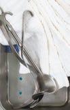 Rétracteur et écouvillon pour la chirurgie d'abdomen photographie stock libre de droits