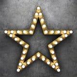 Rétro étoile avec les ampoules sur le fond concret Photo libre de droits