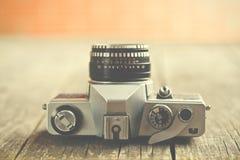 Rétro appareil-photo analogue photographie stock libre de droits