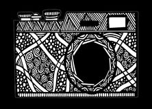 Rétro appareil-photo noir et blanc de photo dans le style de zentangle Photo stock