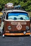 Rétro autobus de VW des années 70 avec le mini autobus image stock