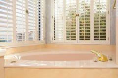 Rétro baignoire principale Photographie stock