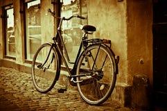 Rétro bicyclette de ville de cru classique Images libres de droits