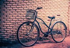 Rétro bicyclette de ville de cru classique Image stock