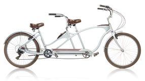 Rétro bicyclette tandem dénommée d'isolement sur un blanc images stock
