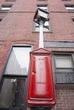 Rétro boîte rouge de câble de rue, Boston Images stock