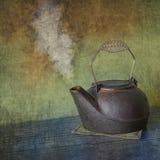 Rétro bouilloire de vapeur de fonte photos libres de droits
