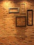 Rétro cadre sur le mur de briques Photographie stock libre de droits