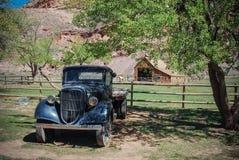 Rétro camion, grange Image libre de droits