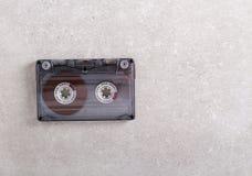 Rétro cassette sonore au-dessus de fond gris images libres de droits