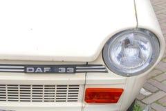 Rétro DAF 33, Pays-Bas de voiture de logo Images stock