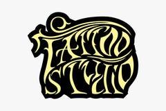 Rétro emblème dénommé frais de vecteur Signe de studio de tatouage illustration libre de droits