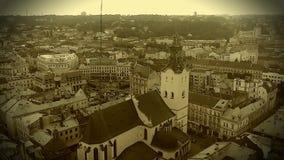 Rétro enregistrement vidéo de cathédrale catholique médiévale à Lviv, Ukraine banque de vidéos