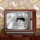 Rétro femme futuriste de contrat à terme du cru TV de contraste Photographie stock