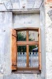 Rétro fenêtre de vieux vintage dans une maison à Lviv Photographie stock libre de droits