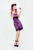 Rétro fille avec les cheveux et la sucrerie colorés Photo libre de droits