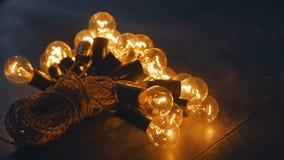 Rétro guirlande électrique avec l'électricien principal fait main orange-clair Photographie stock libre de droits