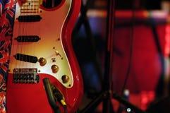 Rétro guitare rouge Photo stock