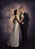 Rétro homme de couples et femme dans l'amour, portrait de beauté de mode Photographie stock libre de droits