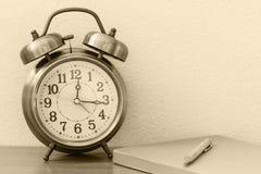 Rétro horloge d'alarme Photo stock
