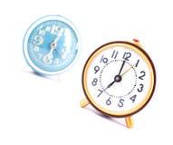 Rétro horloge d'isolement sur le fond blanc Image libre de droits