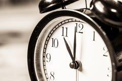 Rétro horloge de vintage à l'horloge de ` de 11 o Images libres de droits
