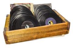 Rétro image dénommée d'une boîte en bois avec des disques de lp de vinyle Image libre de droits
