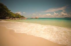 Rétro image de style de plage tropicale d'île Images libres de droits