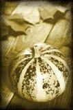 Rétro image de thanksgiving avec le bureau en bois de pumpkinon Photographie stock
