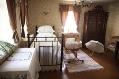 Rétro intérieur de chambre à coucher de 19ème siècle Images libres de droits