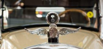 Rétro limousine de voiture, musée d'histoire d'objet exposé, Ekaterinburg, Russie, 06 09 2014 ans Photo stock