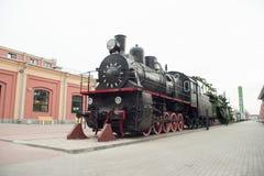 Rétro locomotive à vapeur noire Photographie stock libre de droits