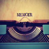 Rétro mémoire de machine à écrire et de mot écrit avec lui Photo stock
