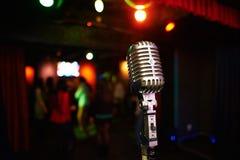 Rétro microphone élégant Photographie stock libre de droits