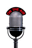 Rétro microphone avec sur le signe d'air coupé Photos libres de droits