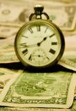 Rétro montres sur l'argent comptant de $ Images libres de droits