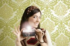Rétro papier peint d'années '60 de vert de femme d'appareil-photo de photo Photos libres de droits