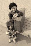 Rétro photo d'une petite fille et de son chien Photos libres de droits