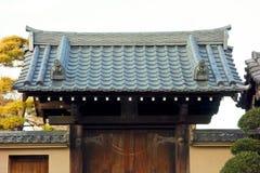Rétro porte démodée de temple Image stock