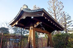 Rétro porte démodée de temple Images libres de droits