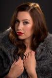 Rétro portrait de style de belle jeune femme Photos stock
