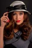 Rétro portrait de style de belle jeune femme Images libres de droits