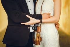 Rétro position de couples photographie stock libre de droits