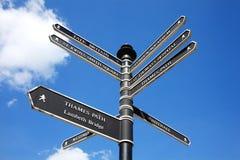 Rétro poteau indicateur de rue de Londres Photos libres de droits